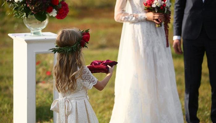 子供がリングガール・フラワーガールに!結婚式の服装ドレスと