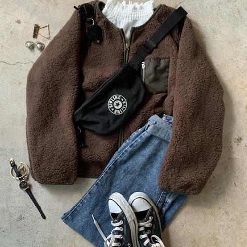 秋冬ジーパンに合う服