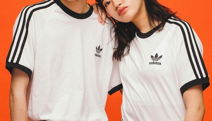 中高生カップルお揃いブランドTシャツ