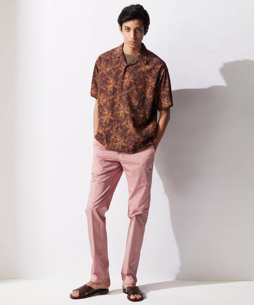ピンクのズボンに合う服